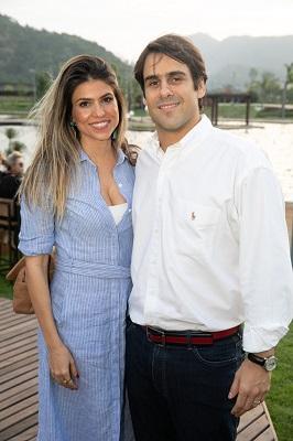 Nayla e Carlos Felipe Carvalho recebem os convidados para Festa Sunset na Ilha Pura