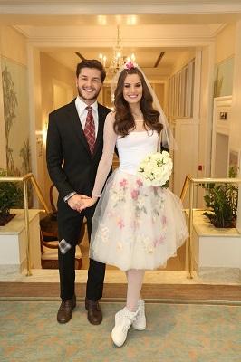 Arraiá do Copa a festa repleta de famosos e Camila Queiroz e Klebber Toledo os noivos do arraial