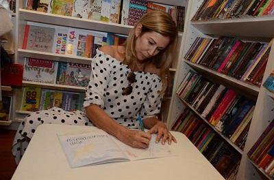 """A jornalista Flávia Rosas lança seu livro """"Vovó Extraordinária – De bem com o viver e o morrer"""" na Livraria Argumento"""