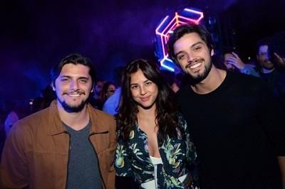 """""""Isso Não é Uma Festa"""" leva celebridades e famosos na Marina da Glória"""