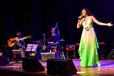 """Yara Figueiredo retorna aos palcos com o show """"O canto da Iara"""" na  Casa de Cultura Laura Alvim"""