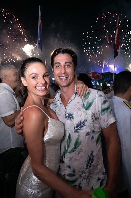 Isis Valverde e André Resende celebram 2019 no Belmond Copacabana Palace