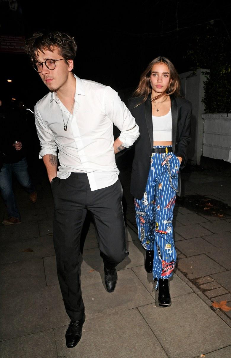 Brooklyn Beckham e sua namorada cheia de estilo Hana Cross