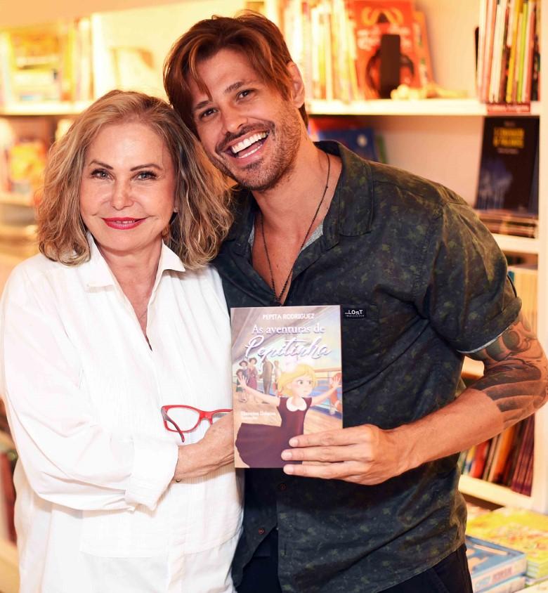 Pepita Rodriguez autografa livro infantil na Travessa do Shopping Leblon