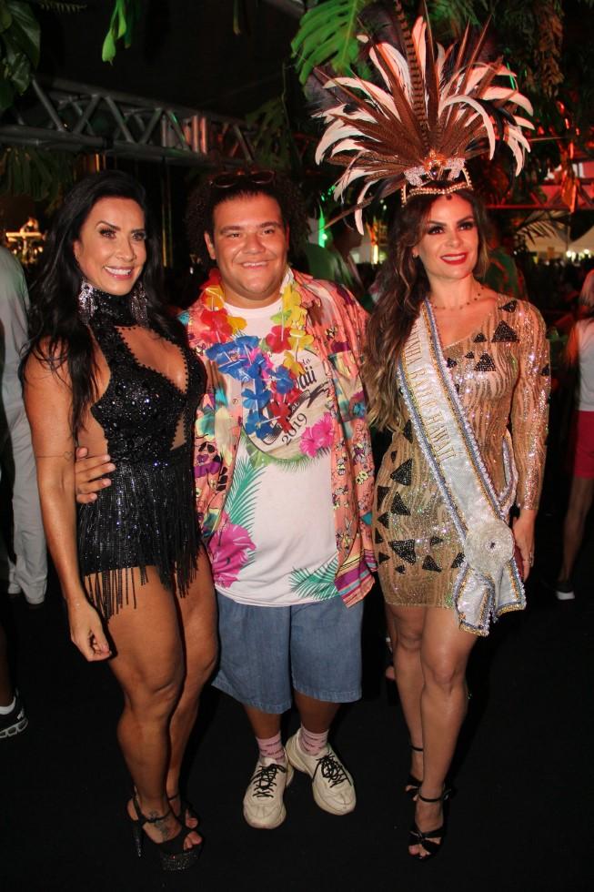 O Baile do Hawaí 2019 alegra os foliões do carnaval antecipado no Hotel Tropical em Manaus