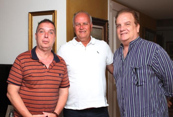 Lidiane e Rogério Van Rybroek homenageiam Embaixadores do Rio a confraria de Bayard Boiteux
