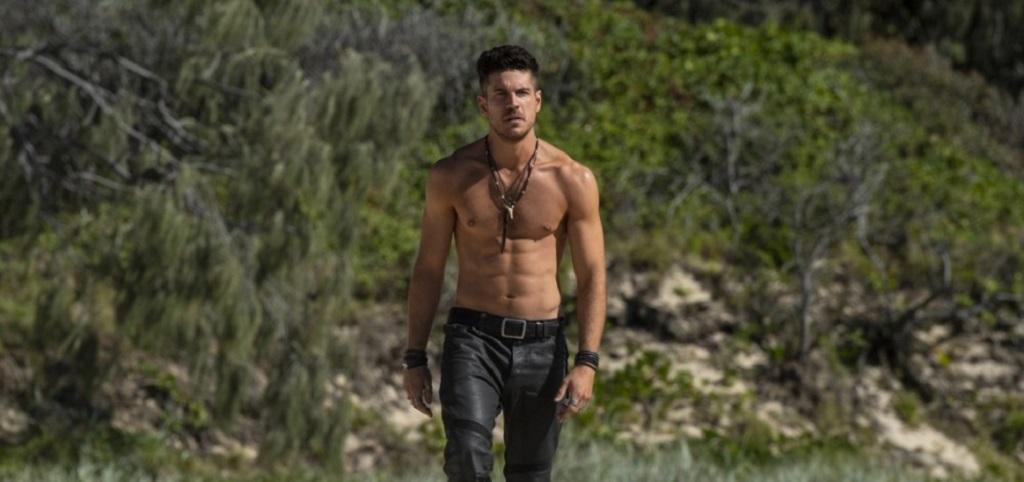 """Marco Pigossi é o destaque da nova série """"Tidelands"""" da Netflix"""