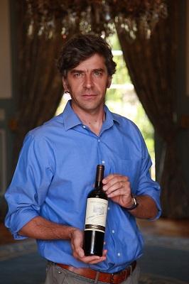 O enólogo Enrique Tirado chega ao Brasil com as melhores safras da vinícola Dom Melchor