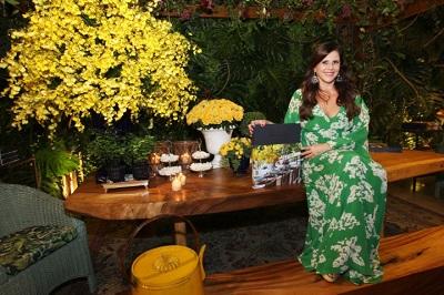 """Fabianne Bezerra lança o livro """"Apenas um olhar"""" de mesas decoradas no salão Nobre do Belmond Copacabana Palace"""
