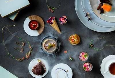 Kerry Hotel em Hong Kong apresenta um jardim de chá com Les Néréides