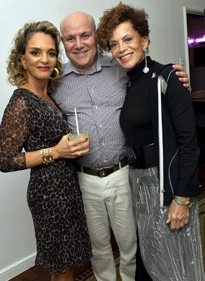 Cristina Midosi ganha jantar de aniversário do seu BFF o cirurgião plastico Paulo Müller