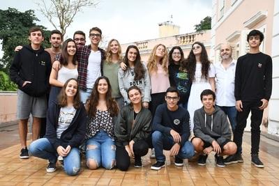 Alunos da Escola Alemã Corcovado promovem limpeza na Praia de Ipanema nesse sábado