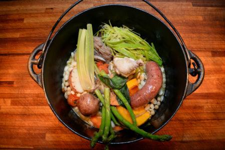 """'Puchero"""" tradicional receita espanhola retorna ao menu do Enjoy Punta Del Este"""
