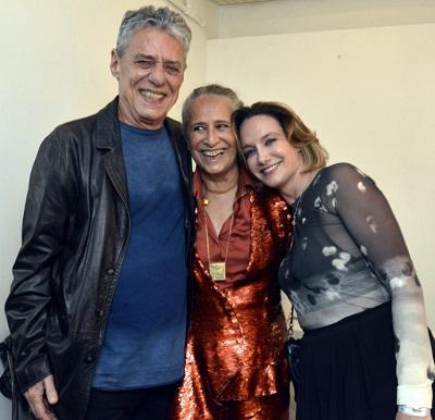 """Chico Buarque na platéia do show """"Claros Breus"""" de Maria Bethânia no Clube Manouche"""