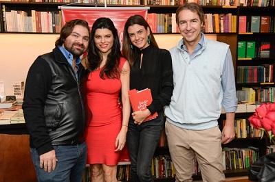 """Michele Pin lota o lançamento do seu livro """"Desafio do Amor Próprio"""" na Livraria da Vila em São Paulo"""