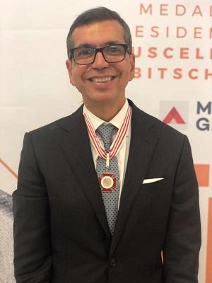Henrique João Pinheiro recebe a medalha Juscelino Kubistchek