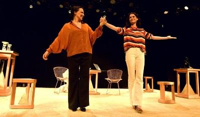 """Alinne Moraes e Ana Beatriz Nogueira estreiam a peça """"Relâmpago Cifrado"""" no Teatro Petra no Leblon"""