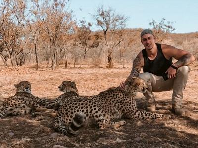 O empresário Eric Schauss conta para o site suas aventuras na Africa do Sul com guepardos e leões