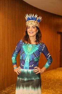 Mariana Gross cai no samba na primeira feijoada do Fairmont Copacabana