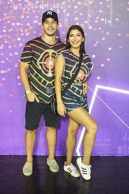 Os irmãos Ricky Tavares e Juliana Xavier na primeira noite do Camarote Allegria