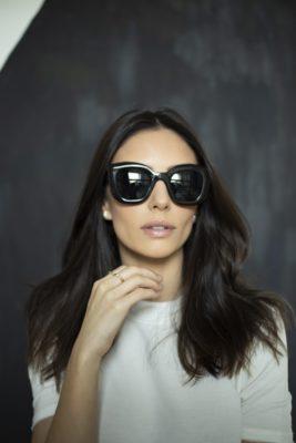 Carol Celico lança óculos de sol com parte da venda em prol da Fundação Amor Horizontal
